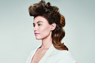 MAKE IT BOLD - With a voluminous half up style